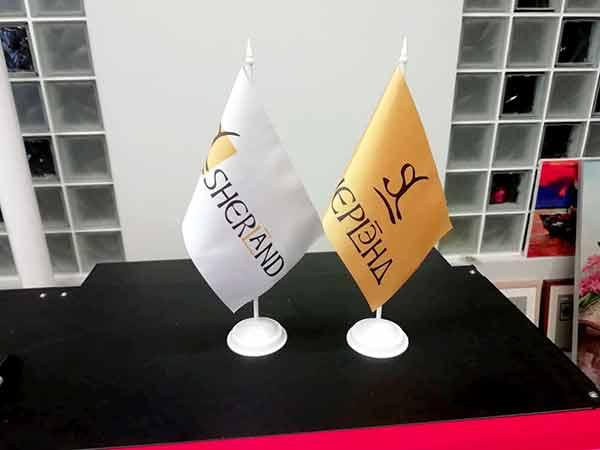 печать флажков, флажки с логотипом, печать на флагах