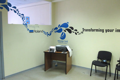 Оклейка стен офиса
