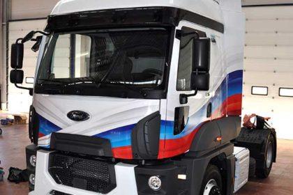 Брендирование кабины тягача Ford в цвета российского флага